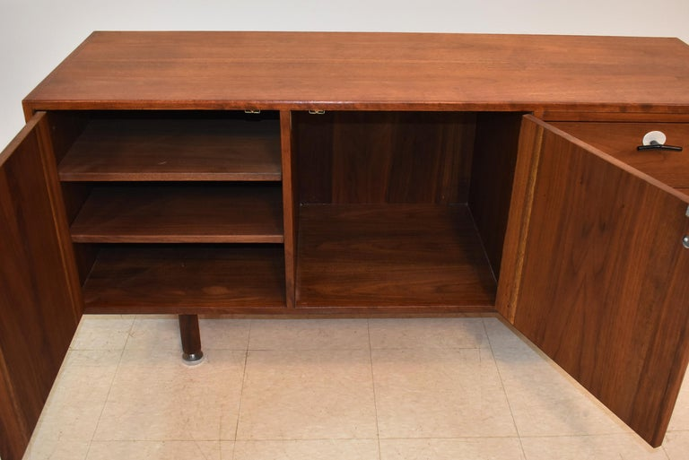 Jens Risom Mid-Century Modern Teak Credenza / File Cabinet Y Aluminum Handles In Good Condition For Sale In Toledo, OH