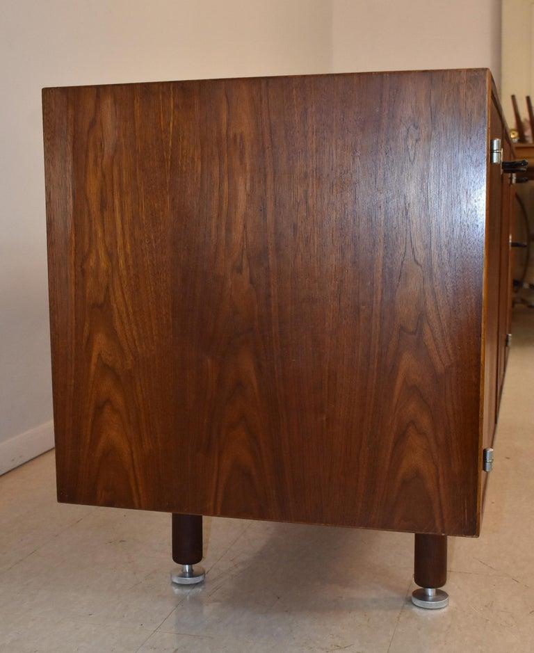 Jens Risom Mid-Century Modern Teak Credenza / File Cabinet Y Aluminum Handles For Sale 2