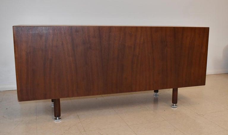 Jens Risom Mid-Century Modern Teak Credenza / File Cabinet Y Aluminum Handles For Sale 3