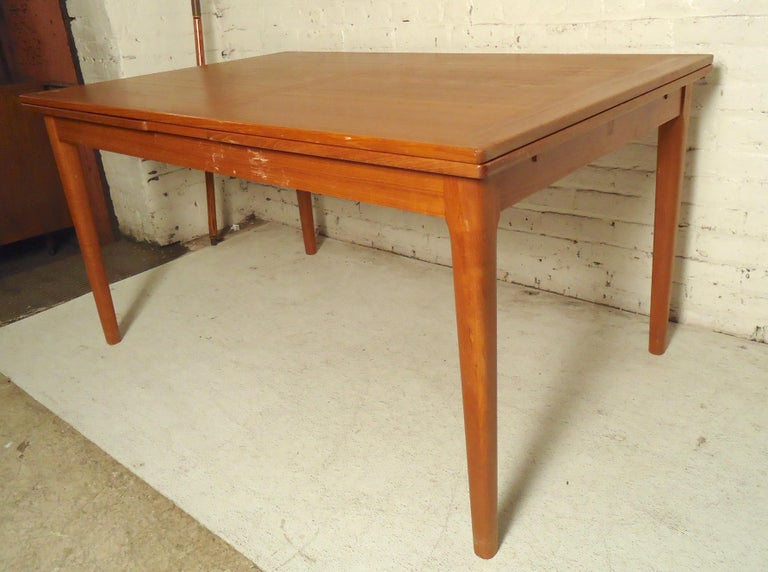 Mid-Century Modern Teak Dining Table In Good Condition For Sale In Brooklyn, NY
