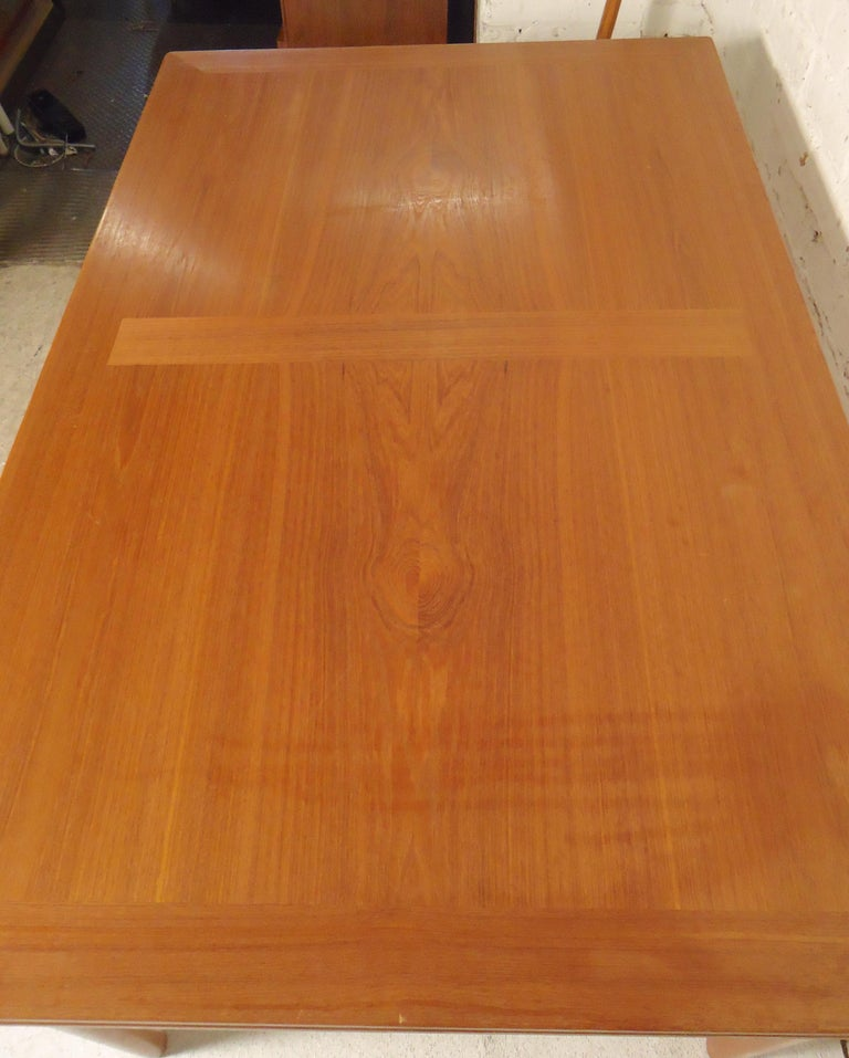 Mid-Century Modern Teak Dining Table For Sale 1