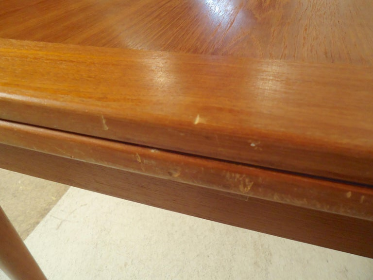 Mid-Century Modern Teak Dining Table For Sale 2
