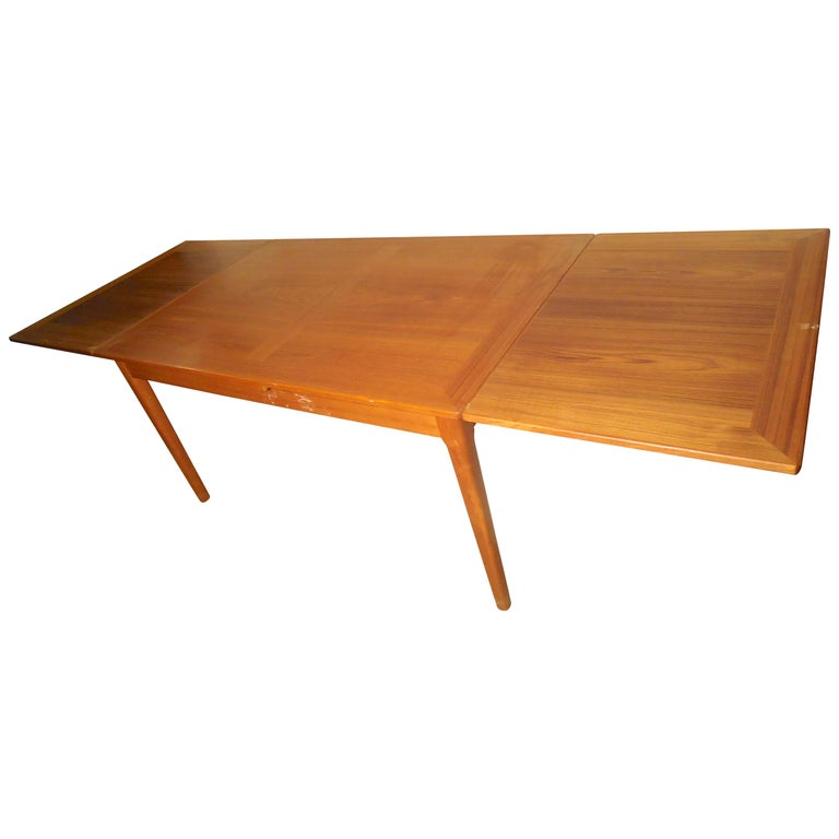 Mid-Century Modern Teak Dining Table For Sale