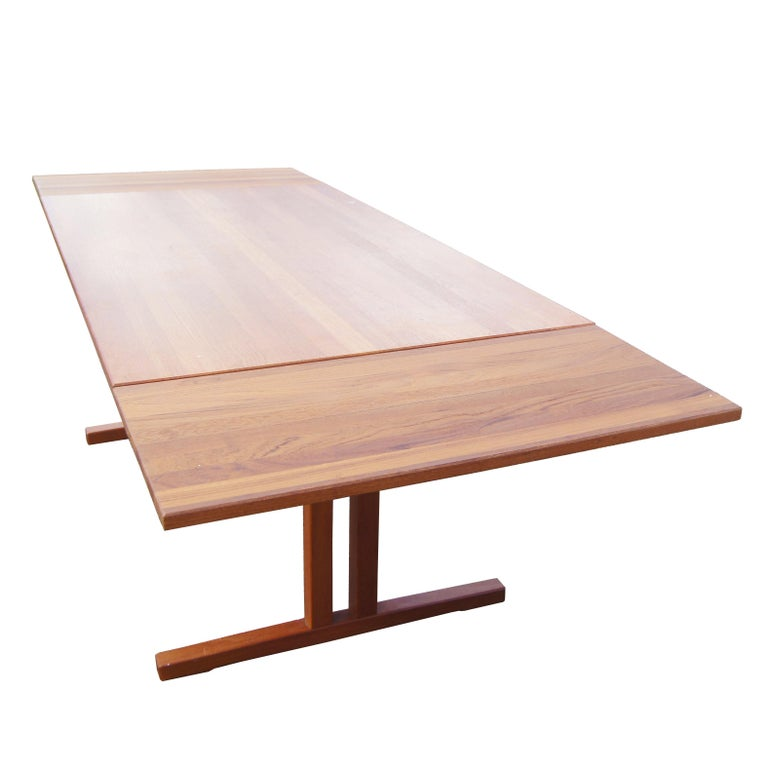 Mid Century Modern Teak Extension Dining Table For Sale 1