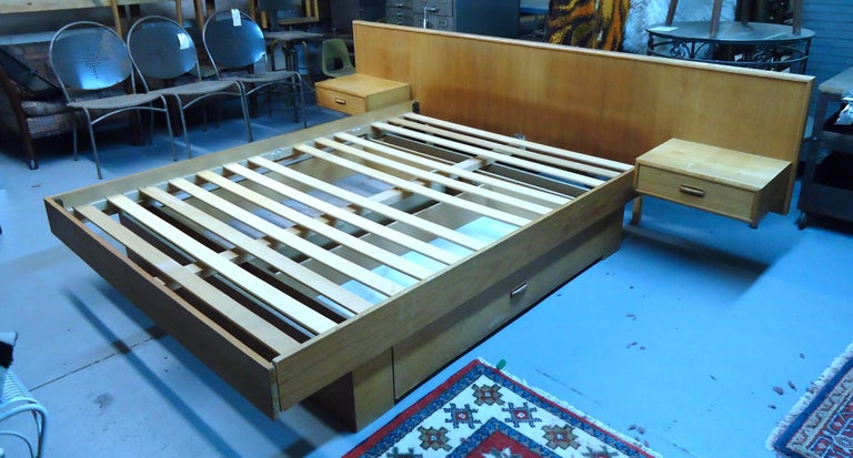 Mid-Century Modern Teak Queen Size Platform Bed In Good Condition For Sale In Brooklyn, NY