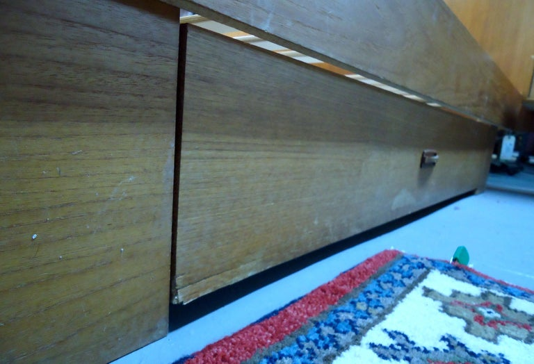 Mid-Century Modern Teak Queen Size Platform Bed For Sale 2