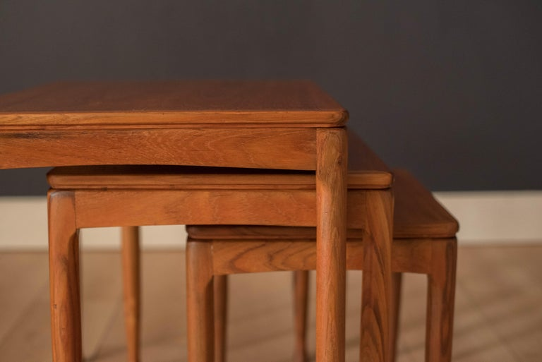 Mid-Century Modern Teak Set of Nesting Tables In Good Condition For Sale In San Jose, CA