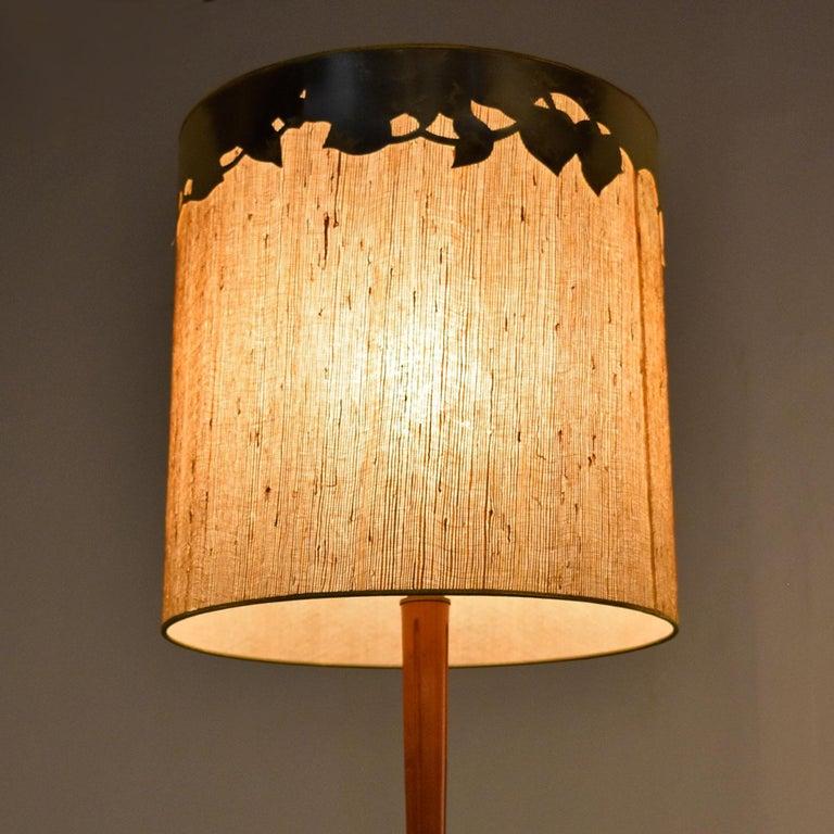 Mid-Century Modern Teak Stem Art Glass Globe Table Lamp In Excellent Condition For Sale In Saint Petersburg, FL