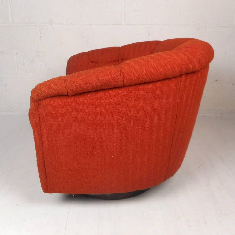 Mid-Century Modern Tilt and Swivel Lounge Chair in the Style of Milo Baughman In Good Condition For Sale In Brooklyn, NY