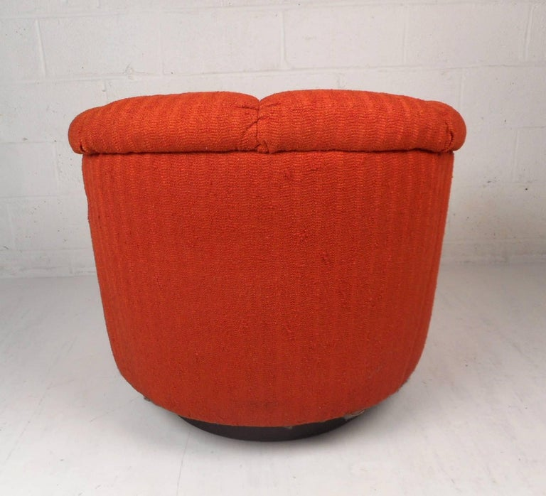 Late 20th Century Mid-Century Modern Tilt and Swivel Lounge Chair in the Style of Milo Baughman For Sale
