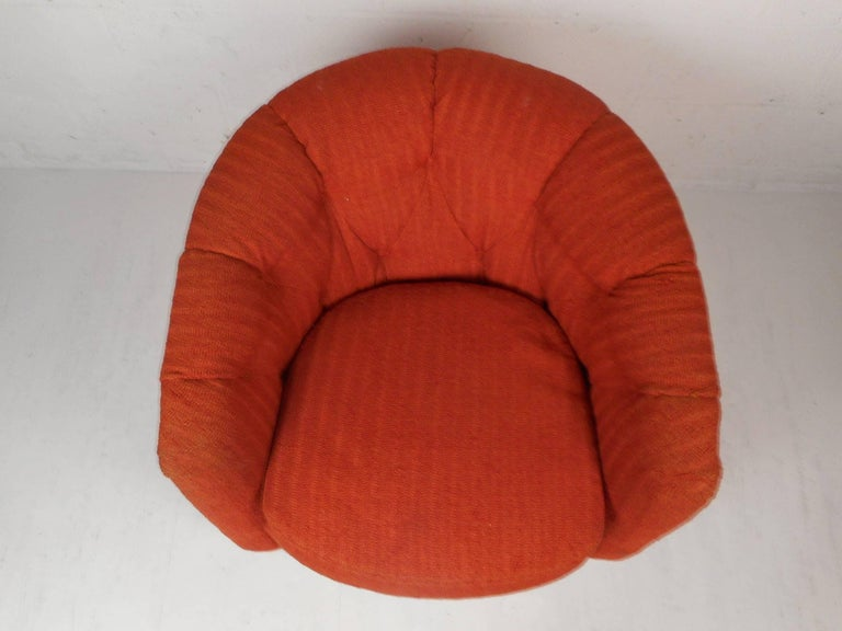 Upholstery Mid-Century Modern Tilt and Swivel Lounge Chair in the Style of Milo Baughman For Sale