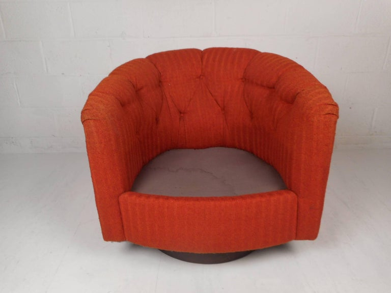 Mid-Century Modern Tilt and Swivel Lounge Chair in the Style of Milo Baughman For Sale 1