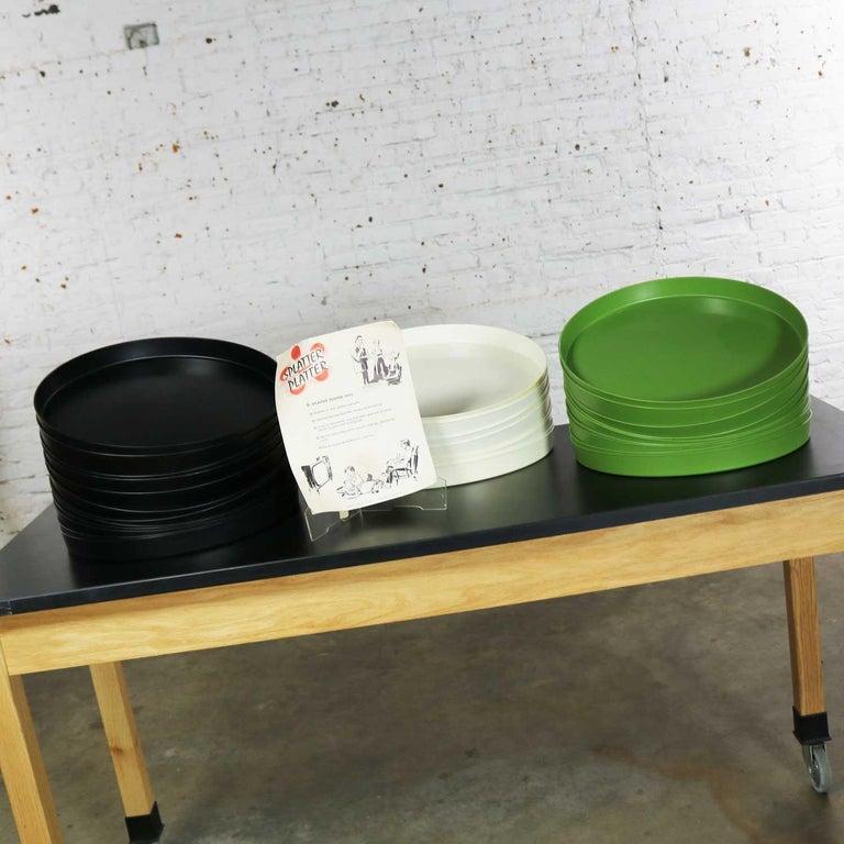 Mid-Century Modern Trays Green Black White Round Plastic Sabe's Splatter Platter 5