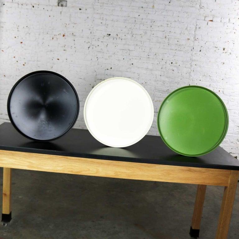 American Mid-Century Modern Trays Green Black White Round Plastic Sabe's Splatter Platter