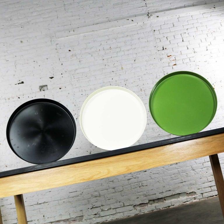 Mid-Century Modern Trays Green Black White Round Plastic Sabe's Splatter Platter In Good Condition In Topeka, KS