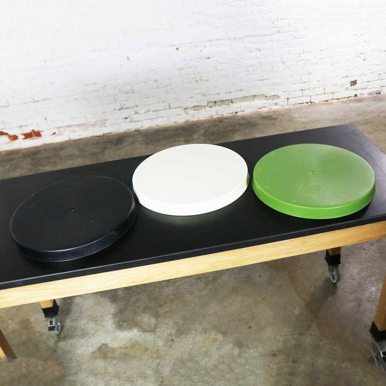 Late 20th Century Mid-Century Modern Trays Green Black White Round Plastic Sabe's Splatter Platter