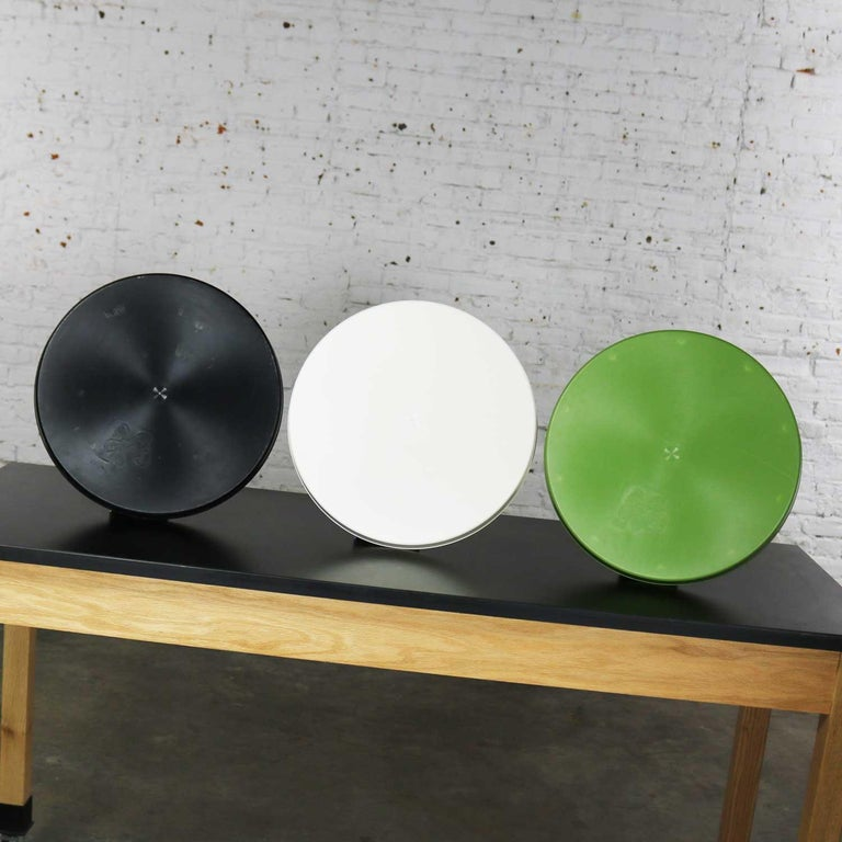 Mid-Century Modern Trays Green Black White Round Plastic Sabe's Splatter Platter 1