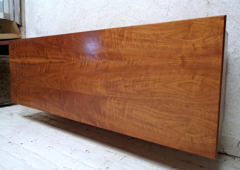 Mid-Century Modern Trunk by Lane In Good Condition For Sale In Brooklyn, NY