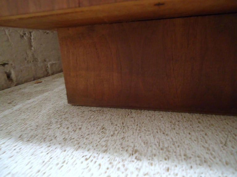 Mid-Century Modern Trunk by Lane For Sale 3