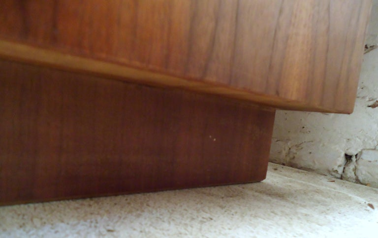 Mid-Century Modern Trunk by Lane For Sale 4