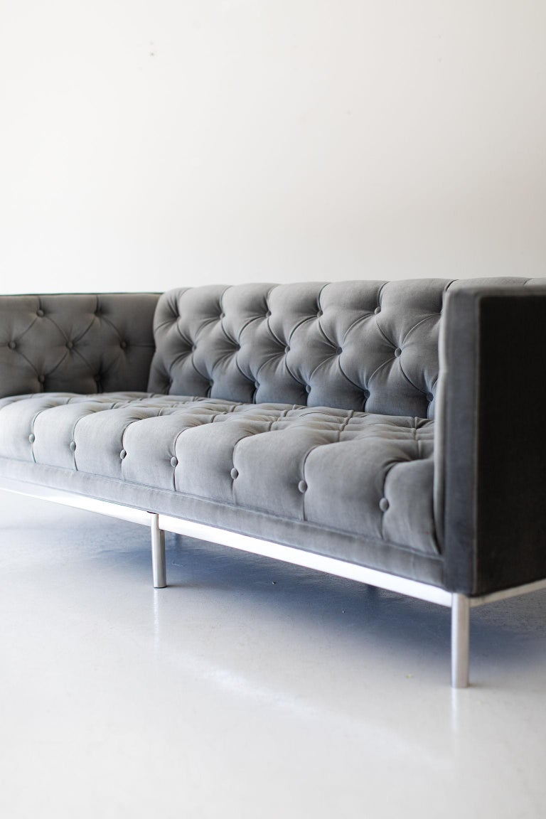 Mid-Century Modern Tufted Sofa For Sale 1