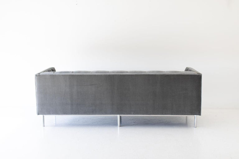 Mid-Century Modern Tufted Sofa For Sale 3
