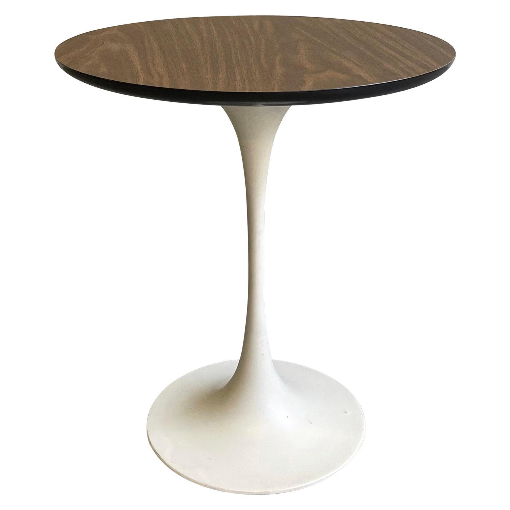Mid-Century Modern Tulip Side Table by Eero Saarinen For Knoll