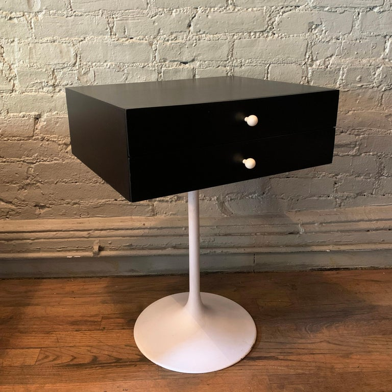 American Mid-Century Modern Tulip Side Table Nightstand For Sale