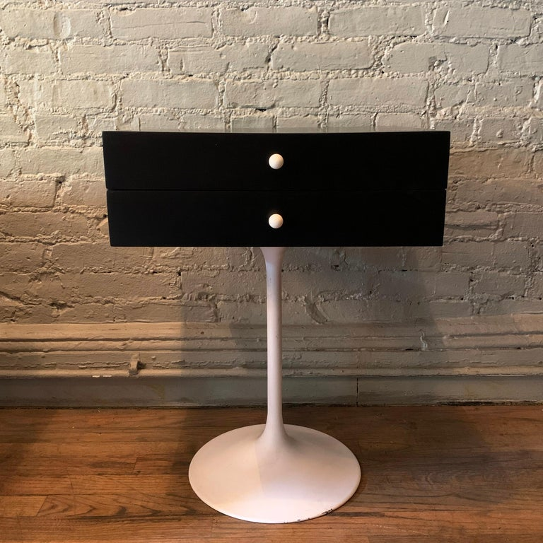 Painted Mid-Century Modern Tulip Side Table Nightstand For Sale