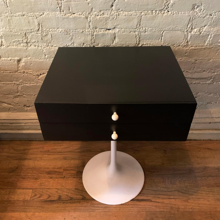 20th Century Mid-Century Modern Tulip Side Table Nightstand For Sale