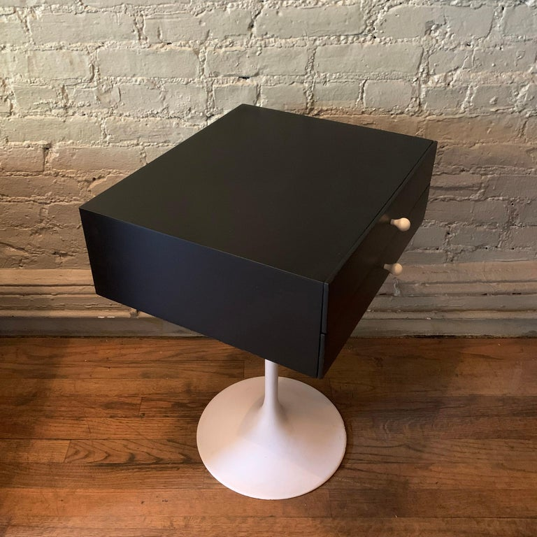 Porcelain Mid-Century Modern Tulip Side Table Nightstand For Sale