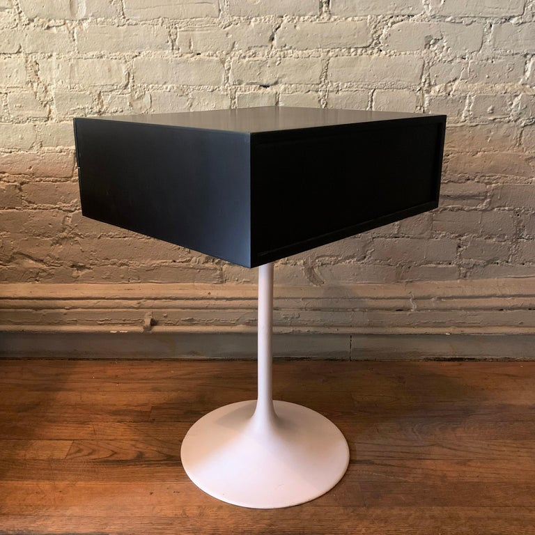 Mid-Century Modern Tulip Side Table Nightstand For Sale 2