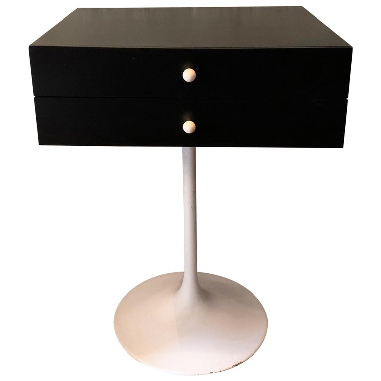 Mid-Century Modern Tulip Side Table Nightstand For Sale