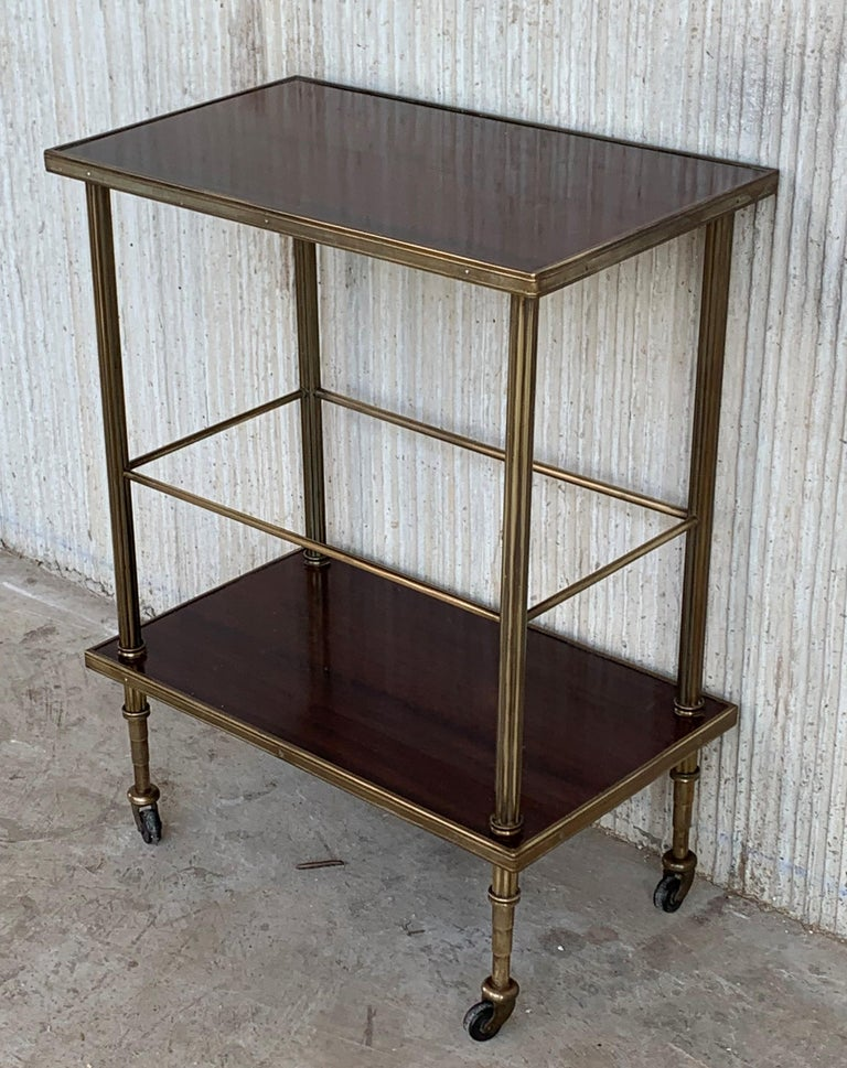 Mid-Century Modern Two-Tier Brass and Mahogany Veneer Side Table with Wheels In Good Condition For Sale In Miami, FL