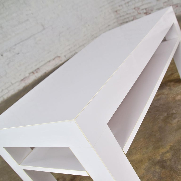 Mid-Century Modern Two-Tiered White Laminate Parson's Style Coffee or End Table For Sale 6