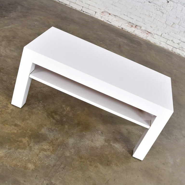American Mid-Century Modern Two-Tiered White Laminate Parson's Style Coffee or End Table For Sale