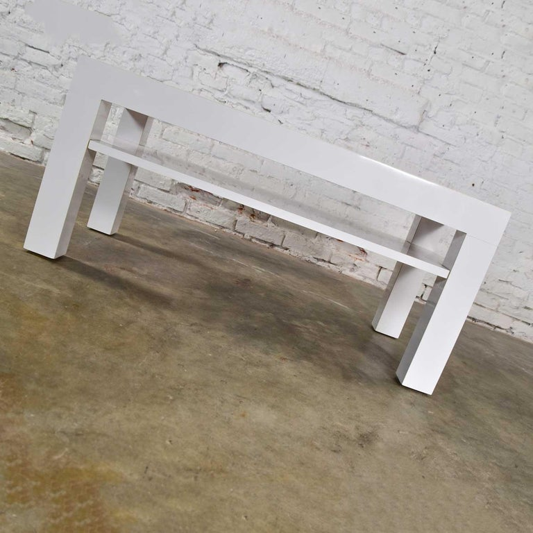 Mid-Century Modern Two-Tiered White Laminate Parson's Style Coffee or End Table For Sale 3