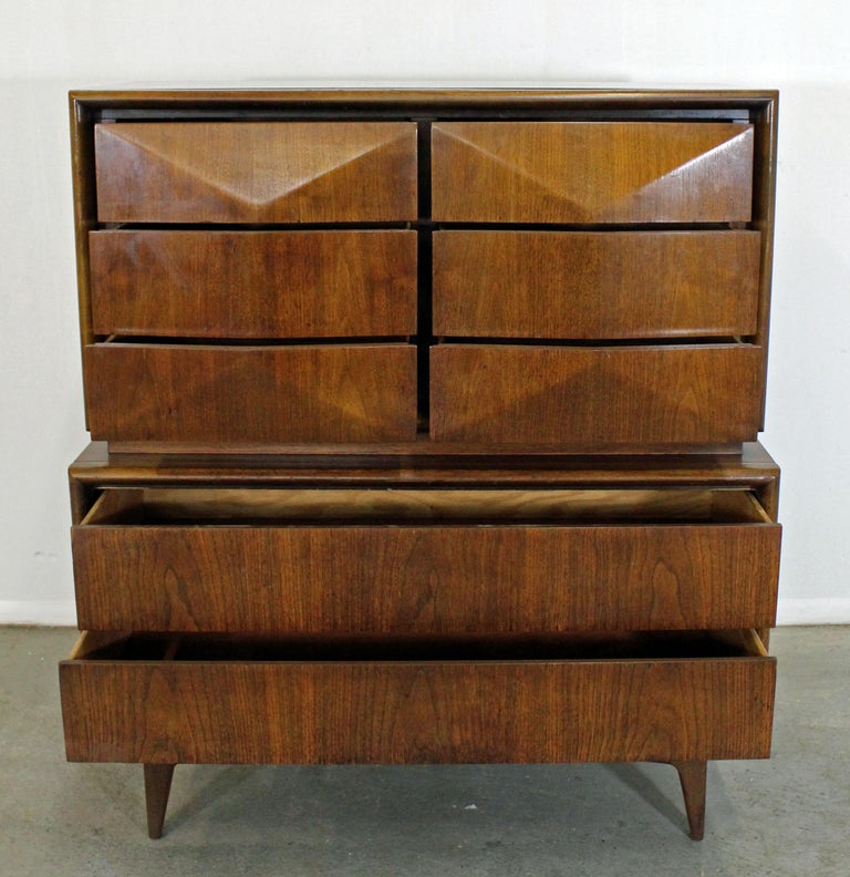 Mid-Century Modern United Diamond Front Large Walnut Tall Chest Dresser In Good Condition For Sale In Wilmington, DE