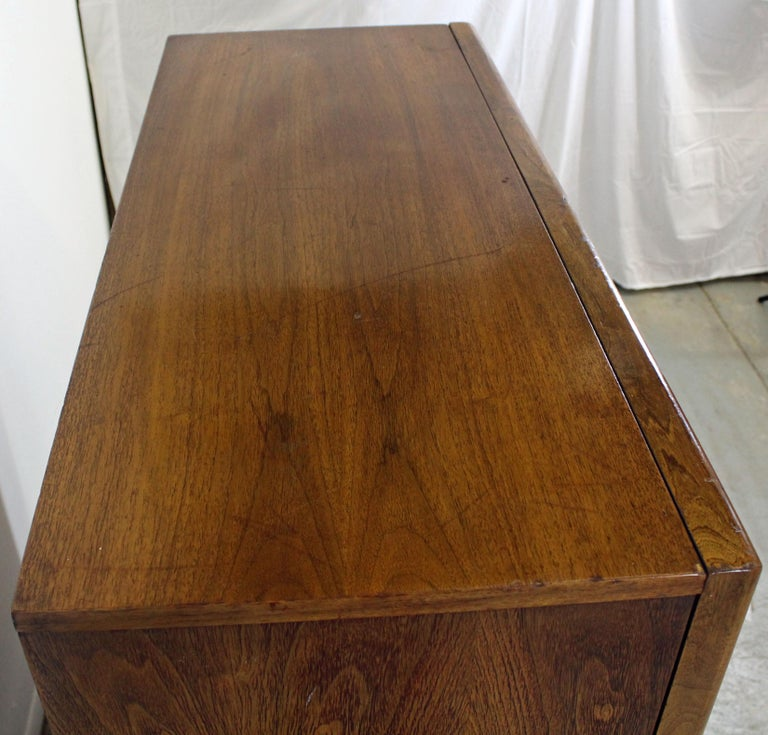 Mid-Century Modern United Diamond Front Large Walnut Tall Chest Dresser For Sale 2