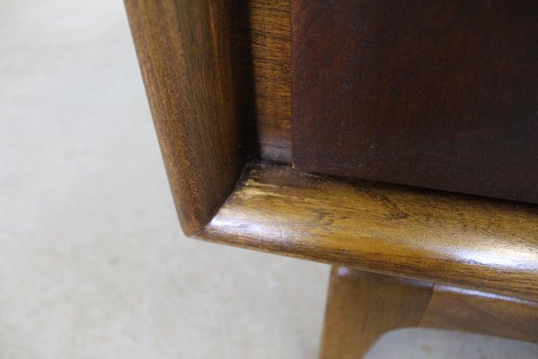 Mid-Century Modern United Diamond Front Walnut Tall Chest Dresser For Sale 5