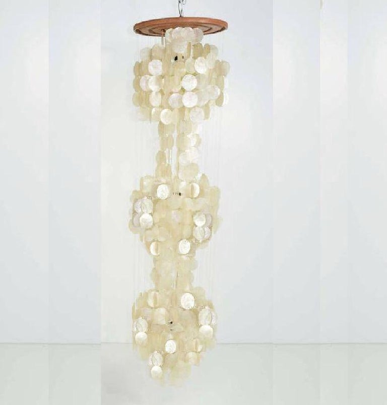 Mid-Century Modern Verner Panton Capiz Shell Three-Tier Chandelier, Monumental In Good Condition For Sale In Brooklyn, NY