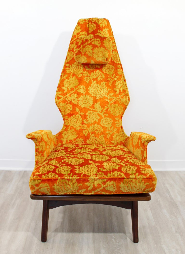 For your consideration is an utterly fabulous, high backed lounge or accent chair, with the original headrest, by Adrian Pearsall, circa 1960s. In very good vintage condition. The dimensions are 29