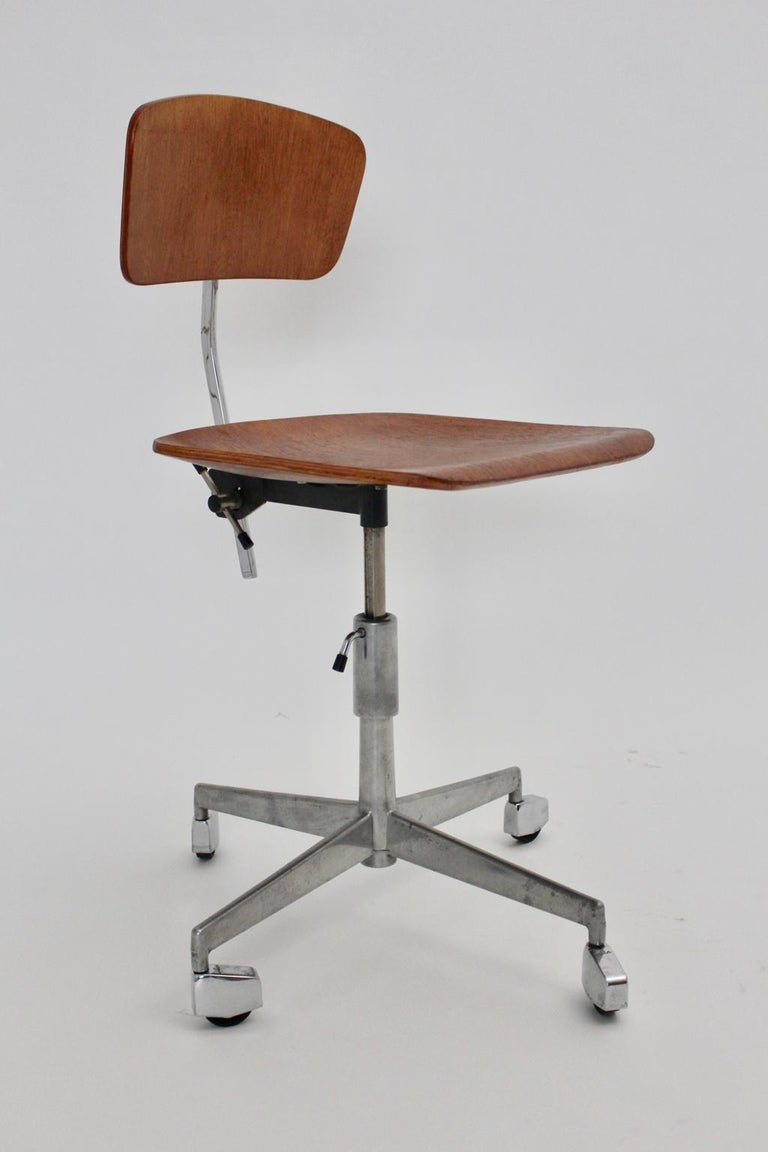 Laminated Mid-Century Modern Vintage Brown Beech Desk Chair Jorgen Rasmussen 1950s Denmark For Sale