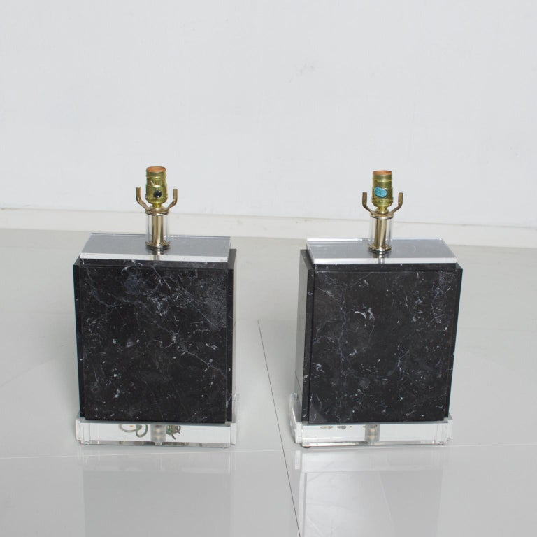 American Mid-Century Modern Vintage Pair of Marble Lucite Table Lamps, Bauer Lamp Co. For Sale