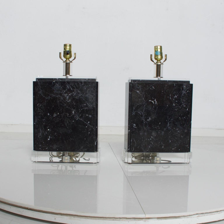 Mid-Century Modern Vintage Pair of Marble Lucite Table Lamps, Bauer Lamp Co. In Good Condition For Sale In National City, CA