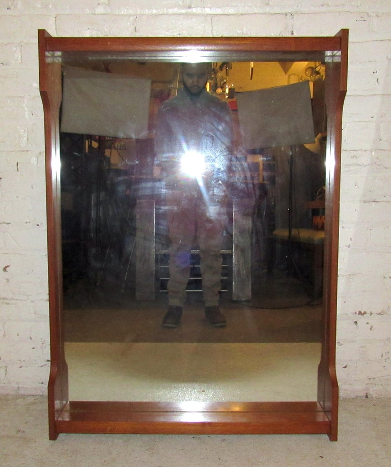 Mid-Century Modern Wall Mirror In Good Condition For Sale In Brooklyn, NY