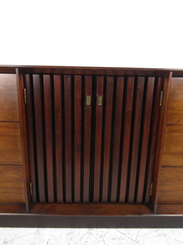 Mid-Century Modern Walnut and Rosewood Lane Bedroom Set For Sale 6