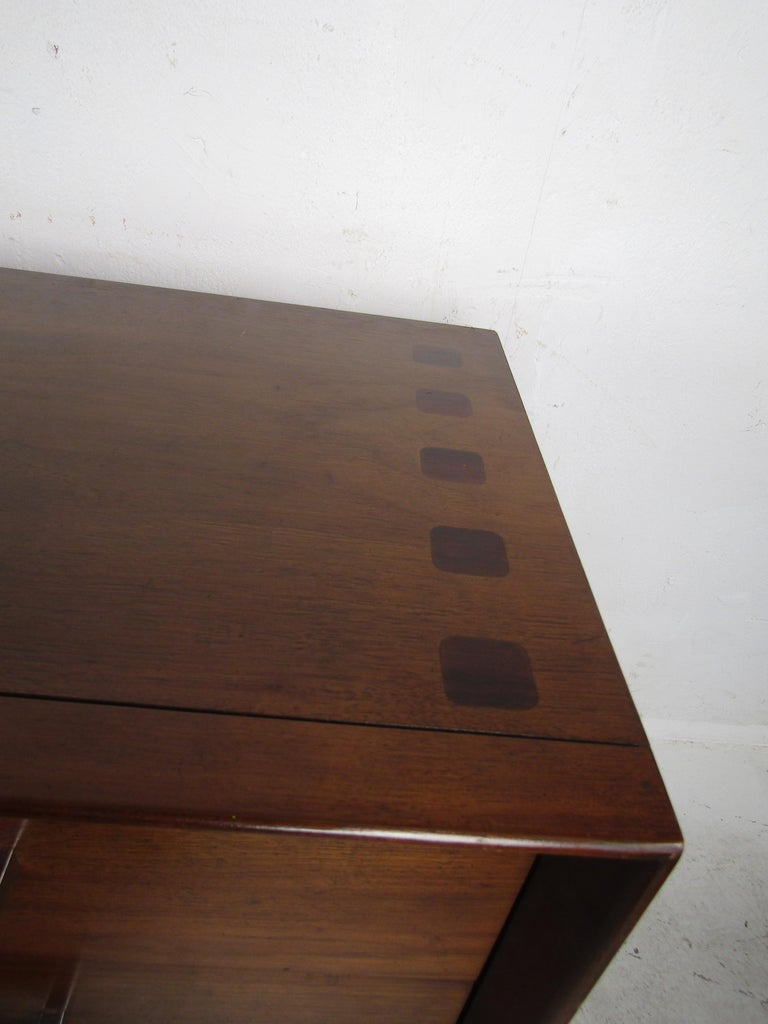 Mid-Century Modern Walnut and Rosewood Lane Bedroom Set For Sale 7
