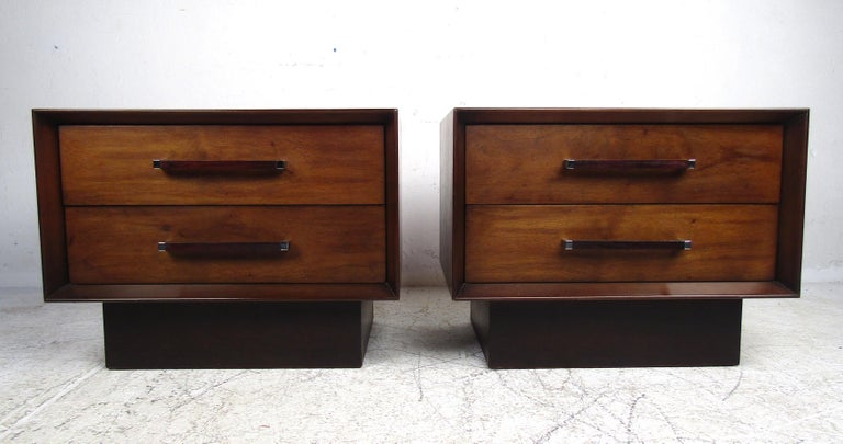 Late 20th Century Mid-Century Modern Walnut and Rosewood Lane Bedroom Set For Sale