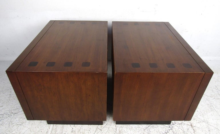 Mid-Century Modern Walnut and Rosewood Lane Bedroom Set For Sale 1